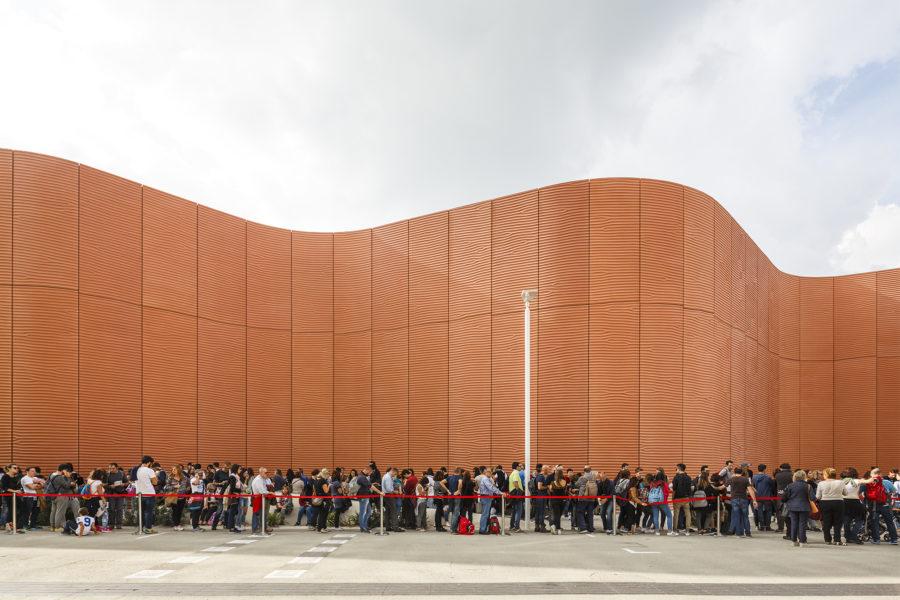 expo milano 2015 code davanti alle architetture dei padiglioni progetto tempo d